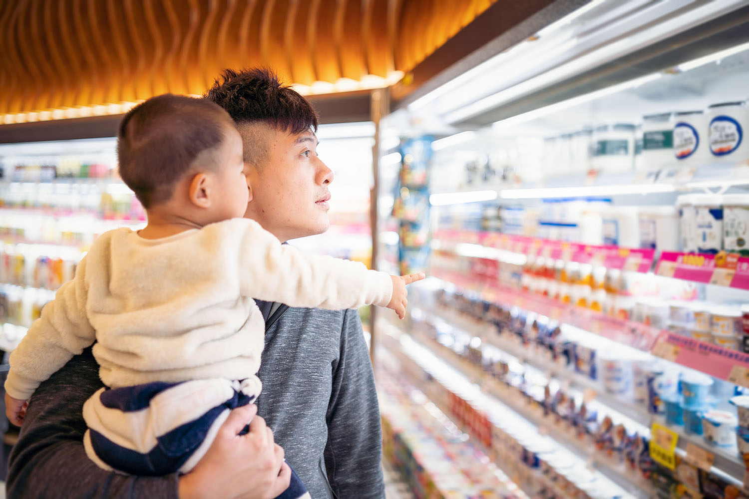 Man with child looking at groceries